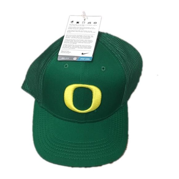 purchase cheap fda1c a3ee3 Oregon Ducks Nike Mesh Apple Flex Fit Hat Cap